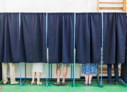 Verkiezing-stemmen-stemhok-democratie-c-istock-619772420